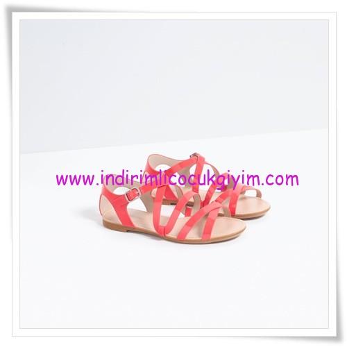 Zara kız çocuk mercan tokalı sandalet-86 TL